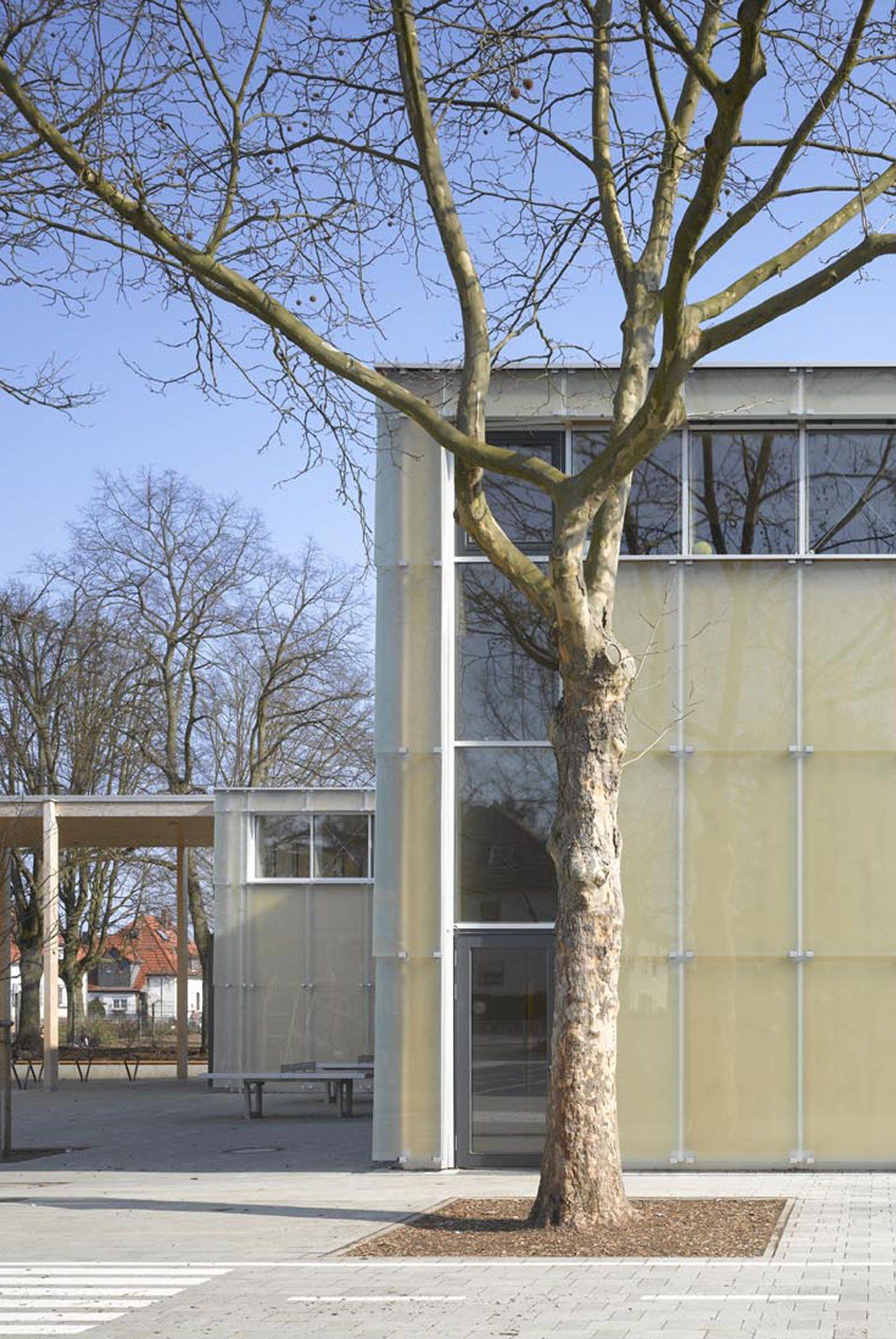Sportbauten Sporthalle Käthe Kollwitz Frankfurt 8_Smartphone_Slider